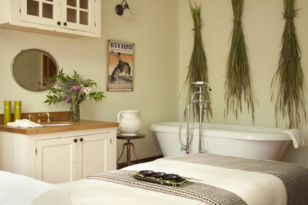 resized spa suite with tub.jpg