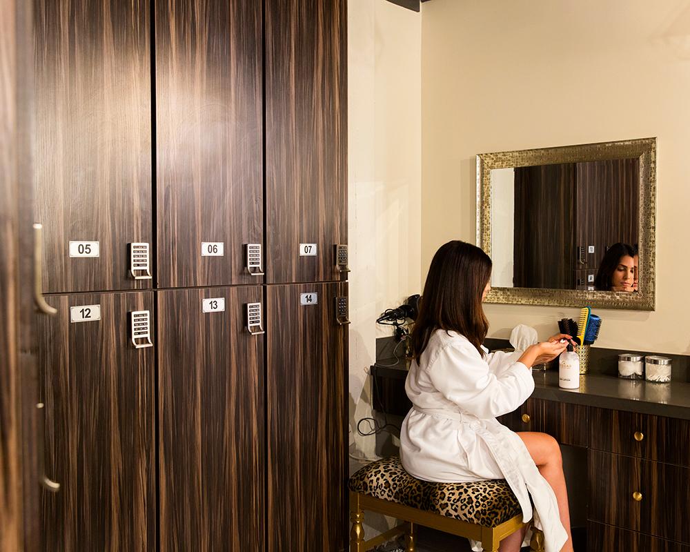 The vanity area of the women's locker room at Desuar Spa in DTLA.