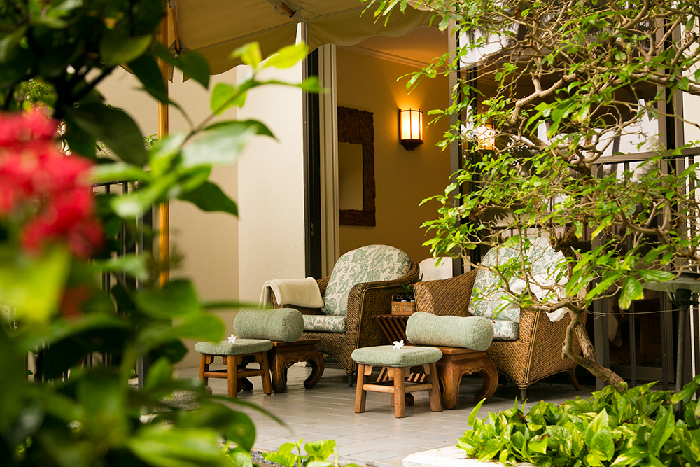 An outdoor relaxation area at SpaHalekulani.