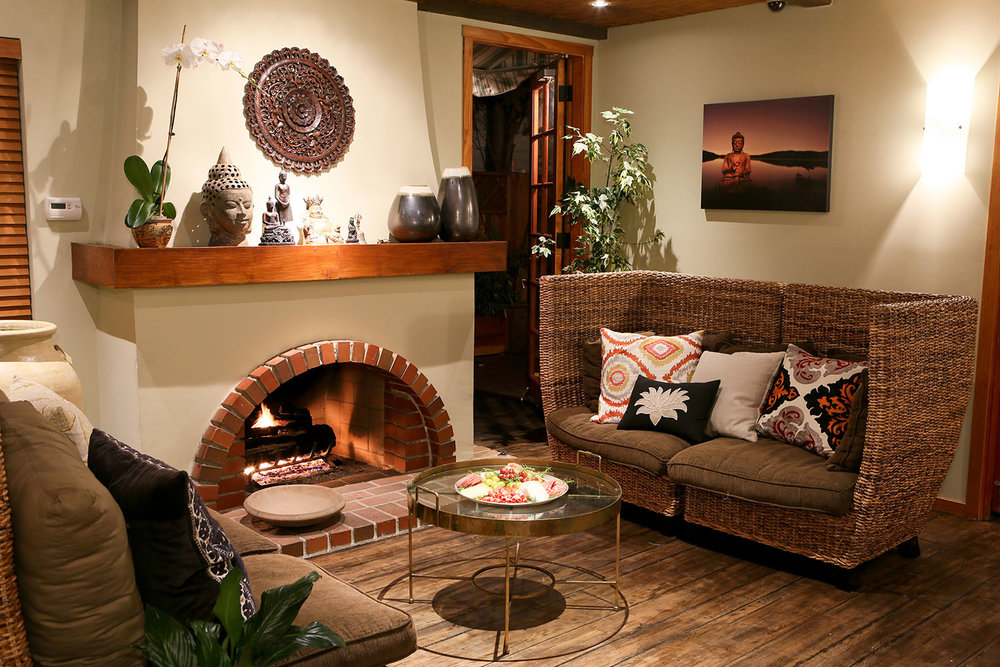 larchmont lounge.jpg