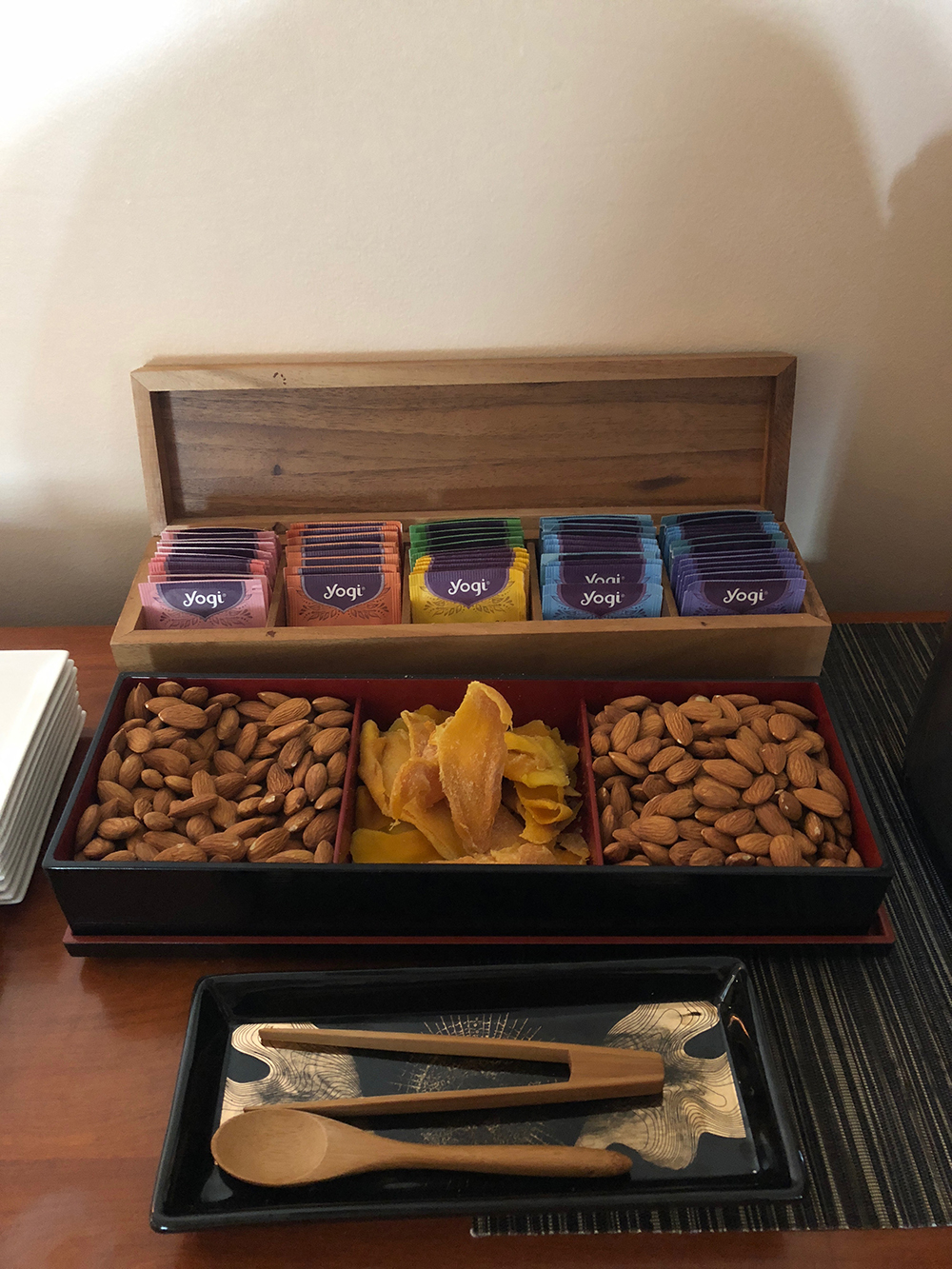 Guests can also snack on nuts, dried fruit, and an assortment of teas.