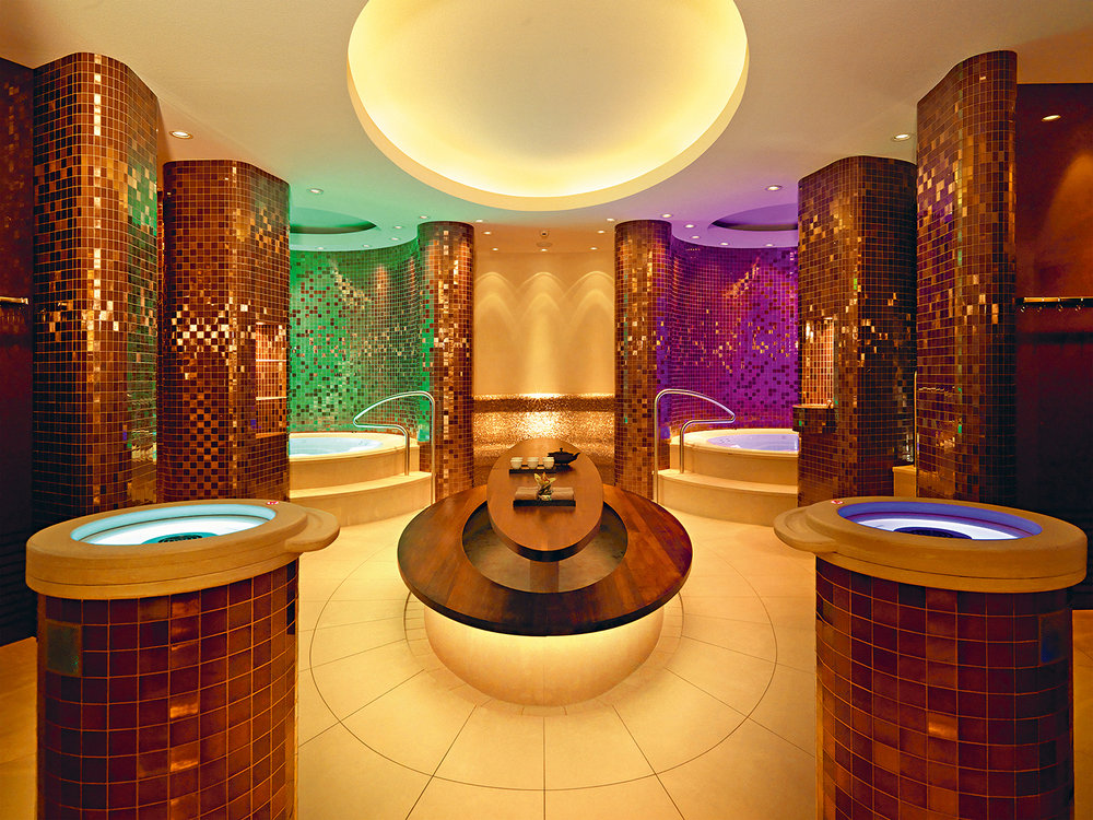 The separate ladies' and gentleman's spa areas offer saunas, steam baths, aroma pools, and more.