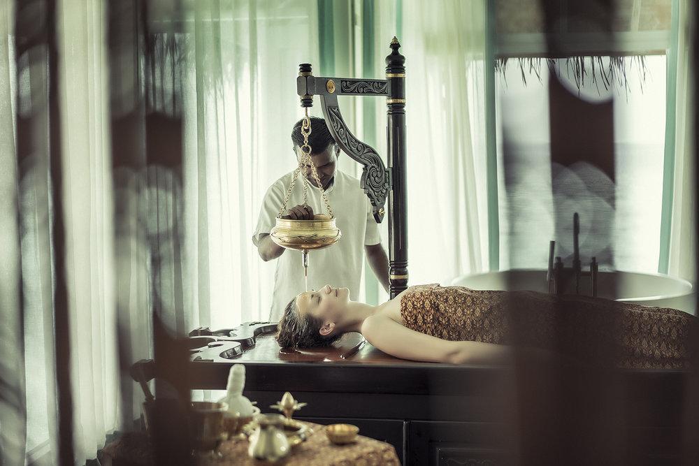 A guest receives the Anantara Kihavah Spa Ayurveda Shirodhara Treatment.