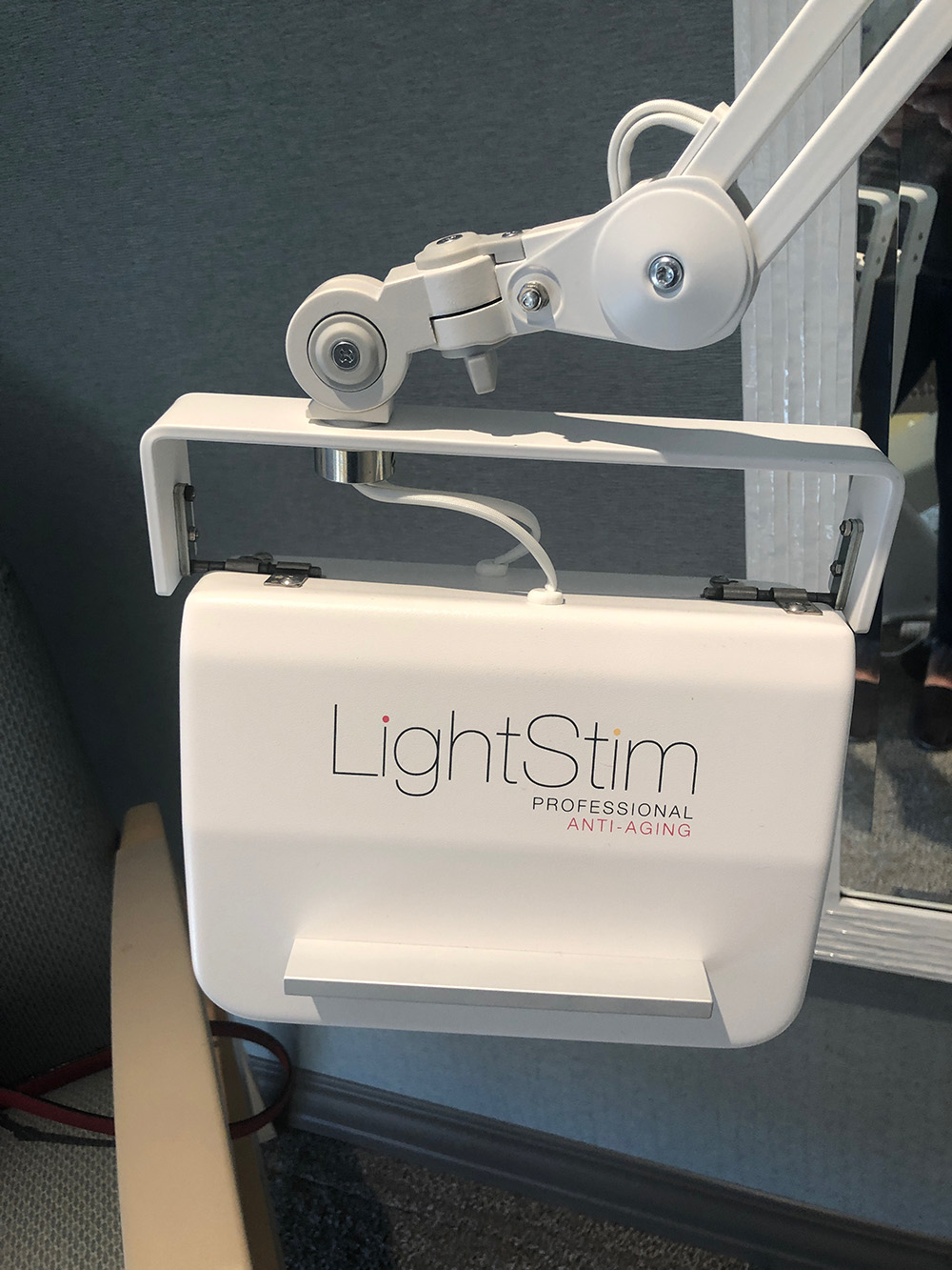 The LightStim Anti-Aging Light treats signs of aging such as fine lines, wrinkles and dark circles.