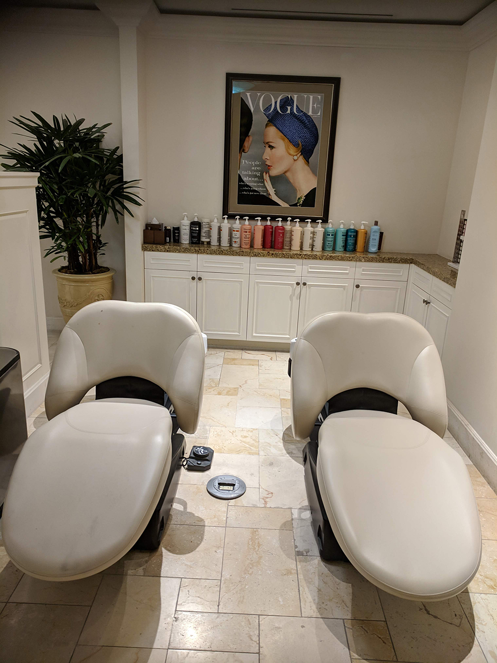 "Say ""goodbye"" to neck kinks with these smart shampoo recliners and ""hello"" to a gorgeous new 'do."