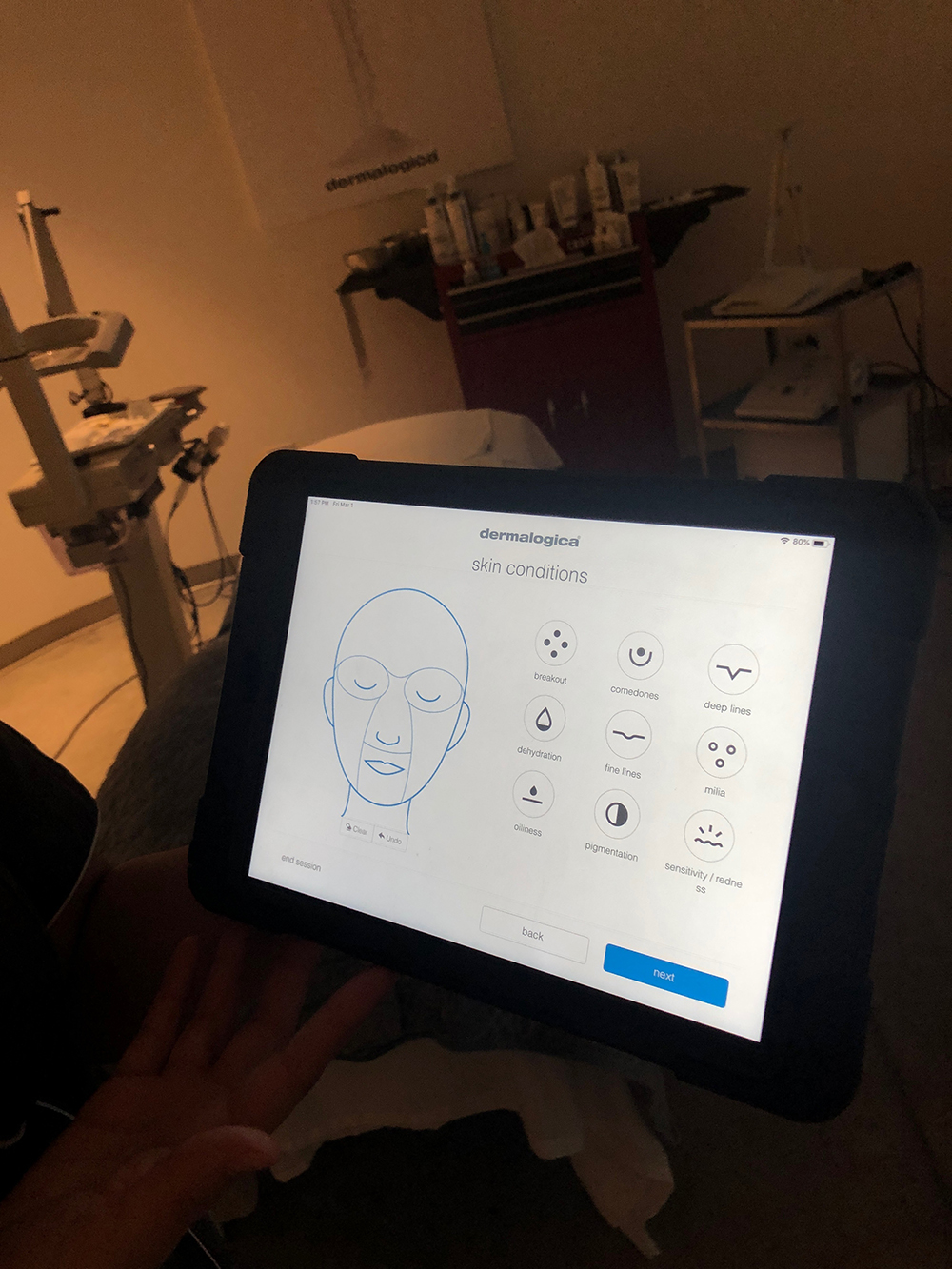 The Face Mapping skin analysis reveals skin type and concerns to offer a personalized Skin Fitness Plan.