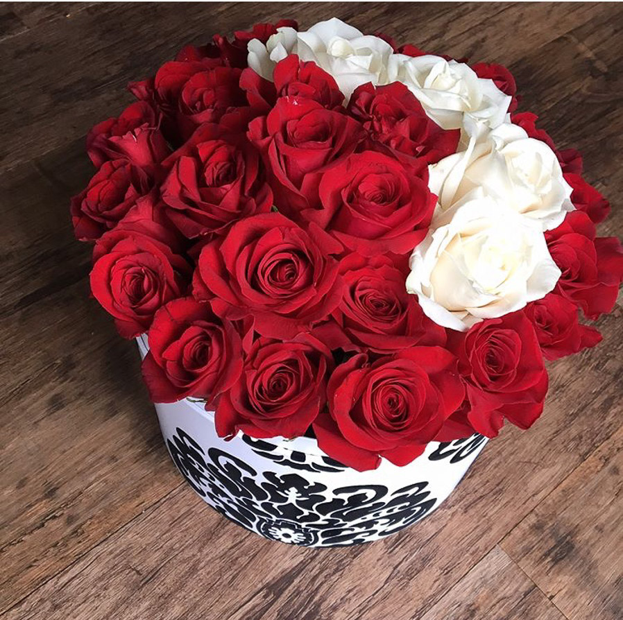 damask_redroses_round_flowerbox2.jpg