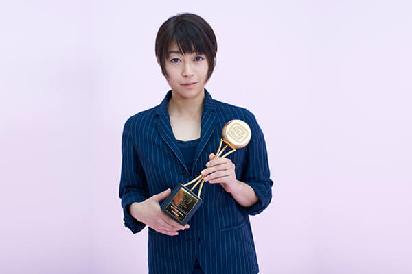 Hikaru Utada won Best Female Artist and Best New Vision at the 2017 SPACE SHOWER MUSIC AWARDS.