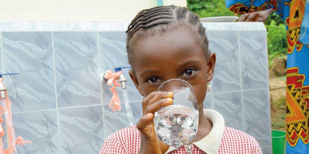 girl-drinking-water-1920x1080-1869783.jpg
