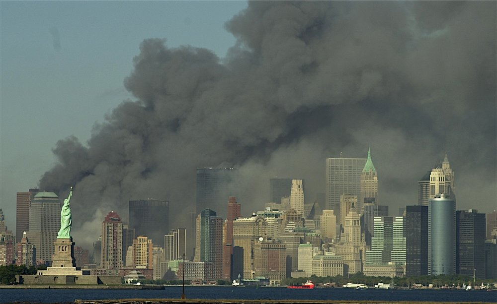 Manhattan+Island+after+the+World+Trade+Centers+collapsed,+New+York,+11+Sept+2001.jpg