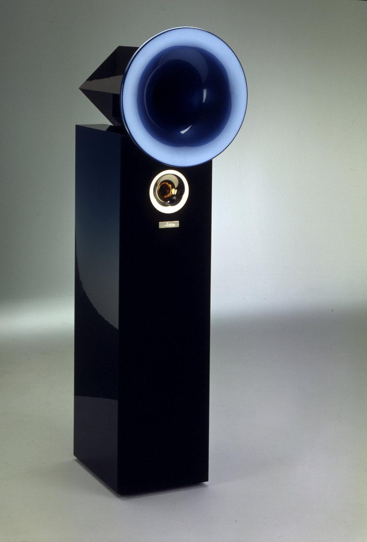 Violon MK6 - Risposta in frequenza: 28 Hz - 40 kHzFrequenze di incrocio: 800 / 4500 HzEfficienza: 91dB / WmImpedenza: 8 ΩCarico elettrico sopportato: 100 W - 1000 W per 10 ms senza distorsioneAmplificatore raccomandato minimo 20 WDimensioni (A x L x P):colonna 1170 x 330 x 450 mmtotale 1550 x 460 x 580 mmPeso: 95 kg cadaunaVersione High Violon MK6Stesse dimensioni , efficienza e impedenza, ma con subwoofer Octave interno, cablaggio in SilverCeramic e componenti selezionati.Kg 110.