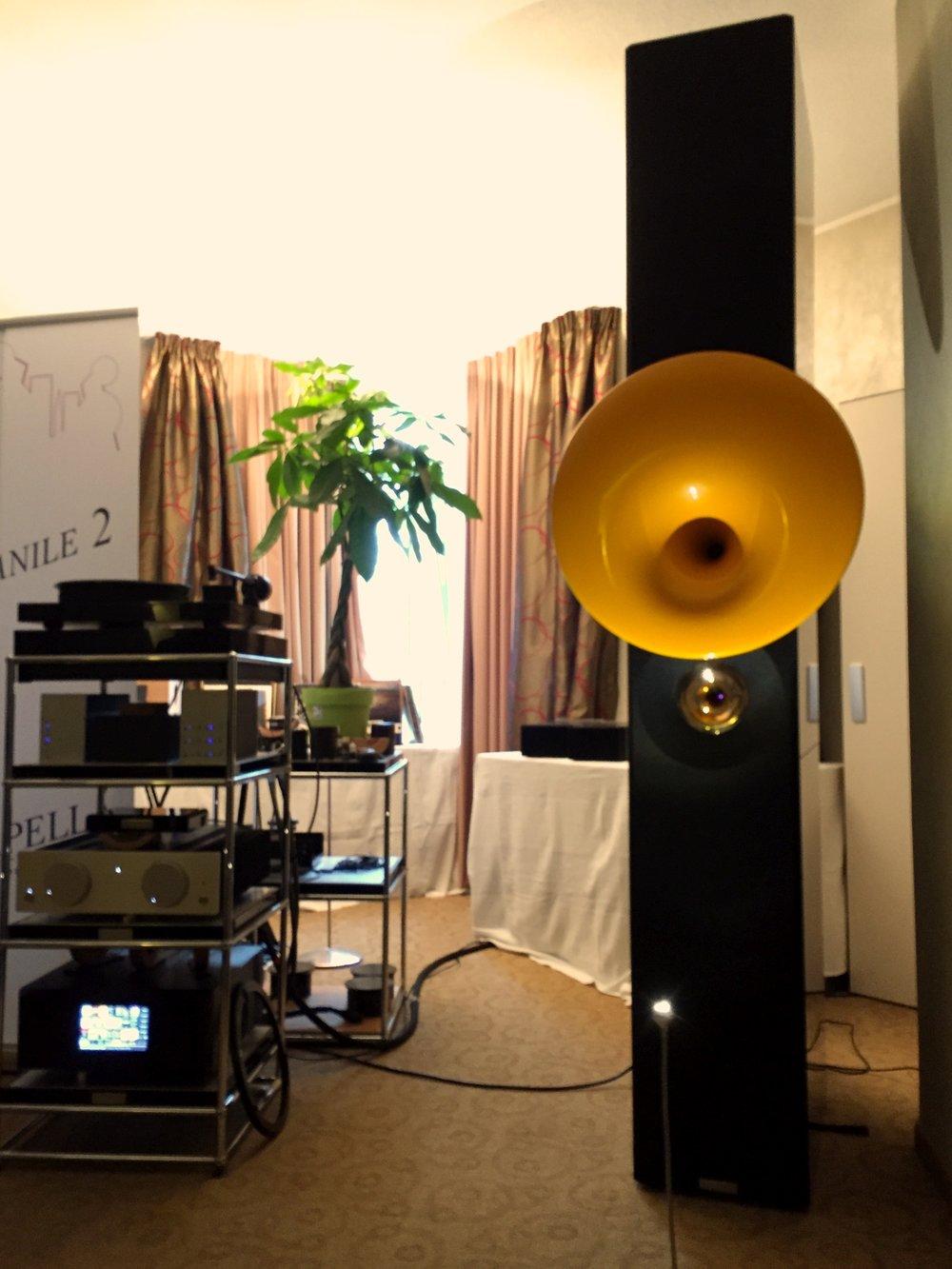 Campanile 2 - New - Risposta in frequenza: 24 Hz - 40 kHzFrequenze di incrocio: 700 / 4500 HzEfficienza: 93dB / WmImpedenza: 8 ΩCarico elettrico sopportato: 200 W - 1000 W per 10 ms senza distorsioneAmplificatore raccomandato minimo 20 WDimensioni (A x L x P):colonna 1170 x 330 x 450 mmtotale 1550 x 460 x 580 mmPeso: 200 kg cadauna