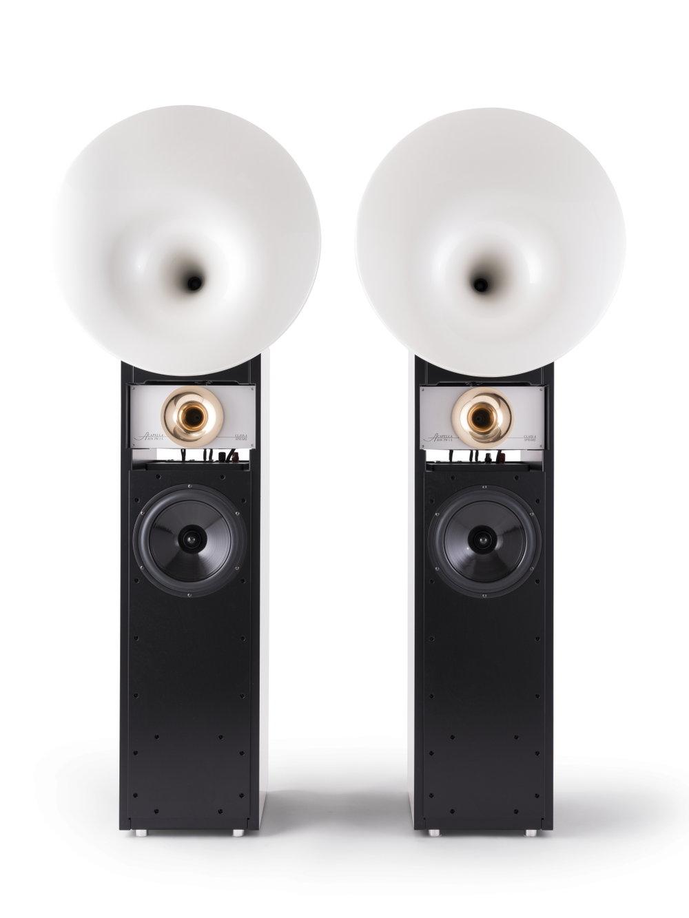 Cellini  - Risposta in frequenza: 28 Hz - 40 kHzEfficienza: 91dB / WmImpedenza: 8 ΩCarico elettrico sopportato: 100 W - 500 W per 10 ms senza distorsioneAmplificatore raccomandato minimo 15 WDimensioni (A x L x P):colonna 1490 x 330 x 475 mmtotale 1705 x 620 x 585 mmPeso: 105 kg cadaunaHigh CelliniStesse dimensioni , efficienza e impedenza ma con subwoofer Octave interno, cablaggio in SilverCeramic e componenti selezionati.Kg 120.