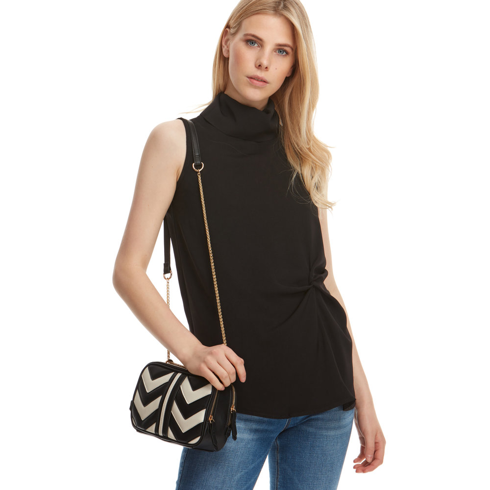 blouse180510501_BLACK_TOP_ 13.jpg