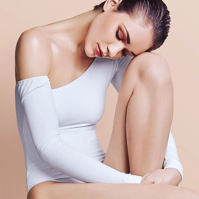 I guess if you don't put your head out nobody will know about your great heart ✨ @timik4 for @miss.hirsch 💄 by @sandra_melo_makeup #model #white #fashion #beauty #editorial #commercial #miss.hirch #bodies #essentials #clean #london #lisbon