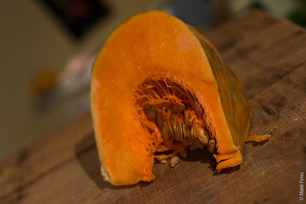 La muscade - a une chair orange vif, épaisse, ferme, légèrement sucrée, musquée, et parfumée. On peut la préparer en lasagnes, la servir en potage, la déguster crue, ou dans des muffins au chocolat.