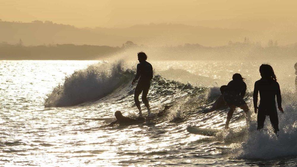 byron-bay-surfing-pixabay.jpg