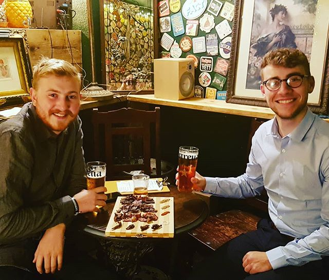 Will @deptfordnorthernsoulclub  and friend enjoying a nice cold beer and a mixed board of biltong🍻🥩👅😘 #kiwi #corianderseeds  #deptford #biltongandbeer #cocktails #newbar #deptfordhighstreet #deptfordmarket #se8 #londonbiltong #biltong #deptfordmarketyard #deptfordbiltongbar #greenwich #blackheath #newcross #bigjohn #biltongboard #thelondonbiltongbar #craftbeer #cocktails #bigjohnsbiltong #bigjohnsbiltongbar #cocktailsindecanters #biltongfillet #ilovedeptford #buffalowings #beerandbiltong #macncheese #biltongseasoning