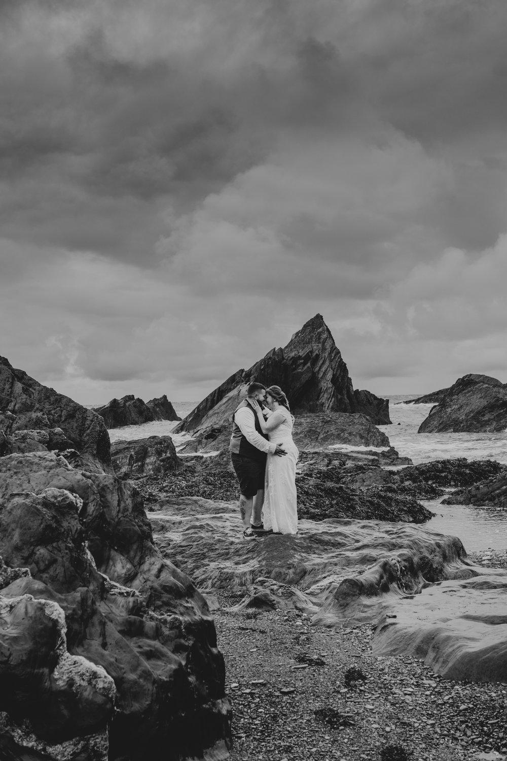 john-amy-relaxed-beach-wedding-tunnels-beaches-ilfracombe-north-devon-grace-elizabeth-colchester-essex-alternative-relaxed-wedding-photography-devon-suffolk-norfolk-essex (139 of 159).jpg