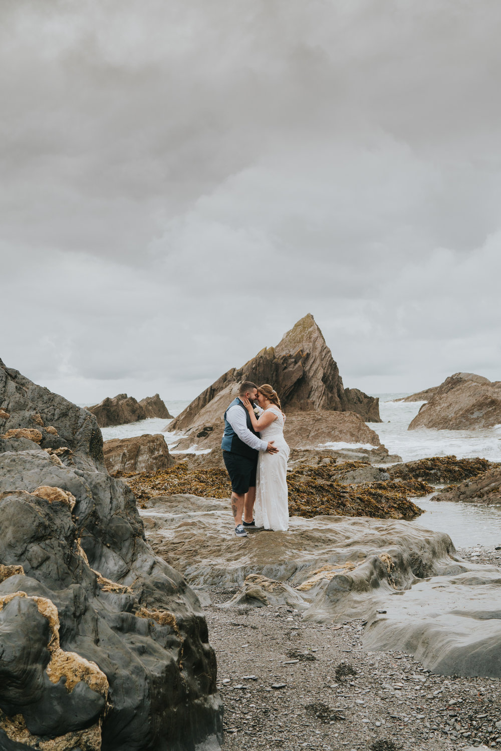 john-amy-relaxed-beach-wedding-tunnels-beaches-ilfracombe-north-devon-grace-elizabeth-colchester-essex-alternative-relaxed-wedding-photography-devon-suffolk-norfolk-essex (138 of 159).jpg