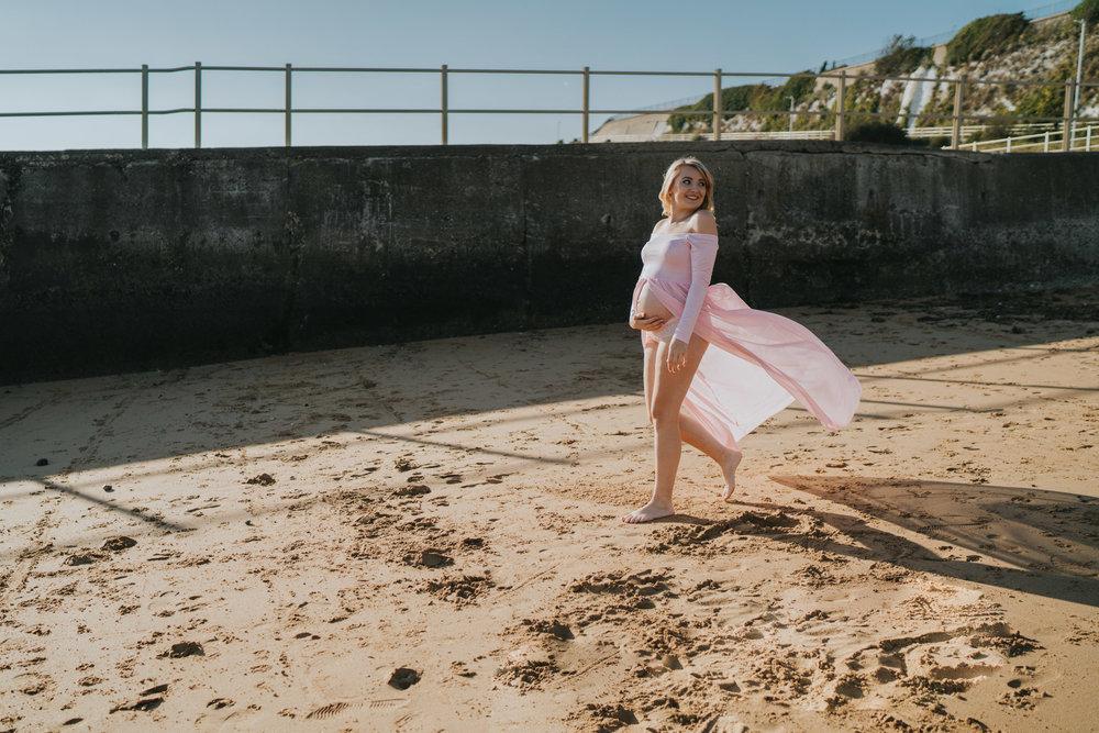 jess-kerion-maternity-27-weeks-pregnant-baby-girl-grace-elizabeth-colchester-essex-alternative-wedding-lifestyle-photographer-norfolk-suffolk-devon-kent-lifestyle-session (11 of 41).jpg