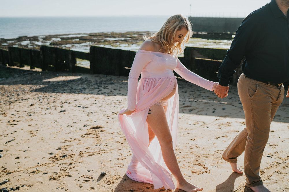 jess-kerion-maternity-27-weeks-pregnant-baby-girl-grace-elizabeth-colchester-essex-alternative-wedding-lifestyle-photographer-norfolk-suffolk-devon-kent-lifestyle-session (23 of 41).jpg