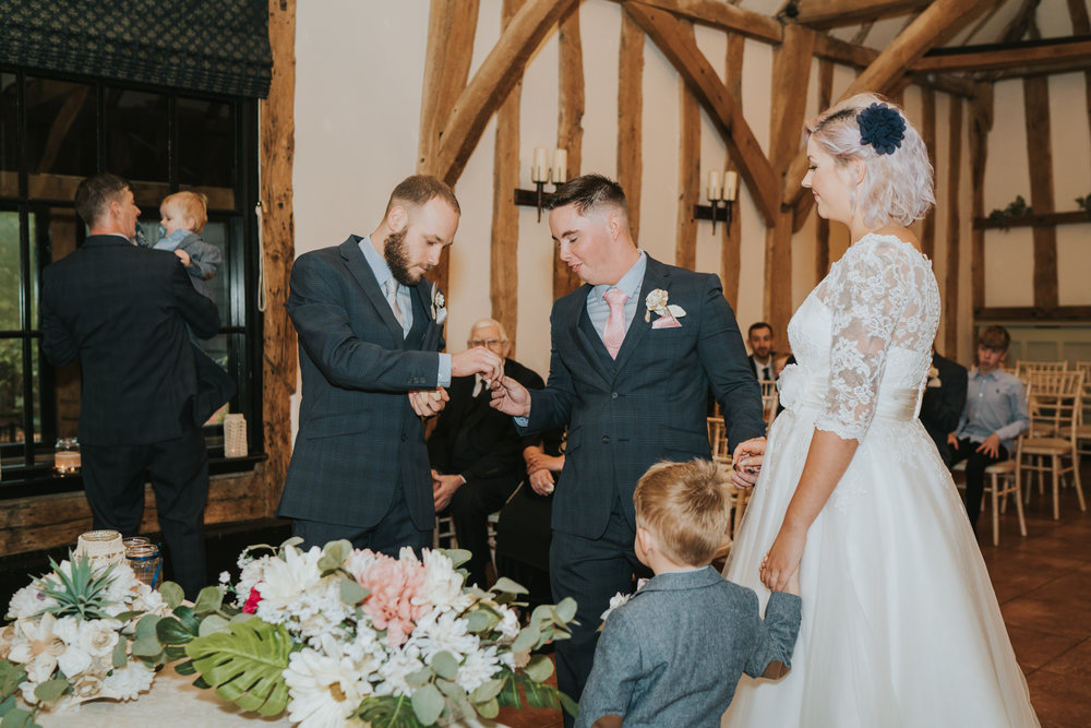 rhia-james-rustic-crabbs-barn-vintage-50s-retro-wedding-grace-elizabeth-colchester-essex-alternative-relaxed-wedding-family-photography-devon-suffolk-norfolk-essex (74 of 138).jpg