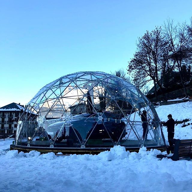 Next step; we're taking down the first geo dome in Saint-Gervais-Les-Bains. A job that requires careful planning planning so that the reinstalling goes smooth in Val-d'Isere. 💪
