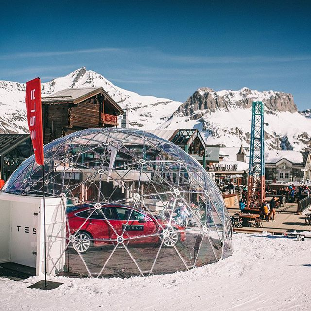 And we're done! ✔️ The Tesla Geo dome has now found its second home in Val d'Isère.  Tesla, the disruptor and innovator came to us as they wanted a new way of displaying their car to their target group.  We are so proud of the GIANT team and our amazing suppliers who made it possible! All whilst battling gale force winds, heavy snow fall and -20 degrees! 🌟 Do we have to mention that it's attracting a lot of attention where it's located?