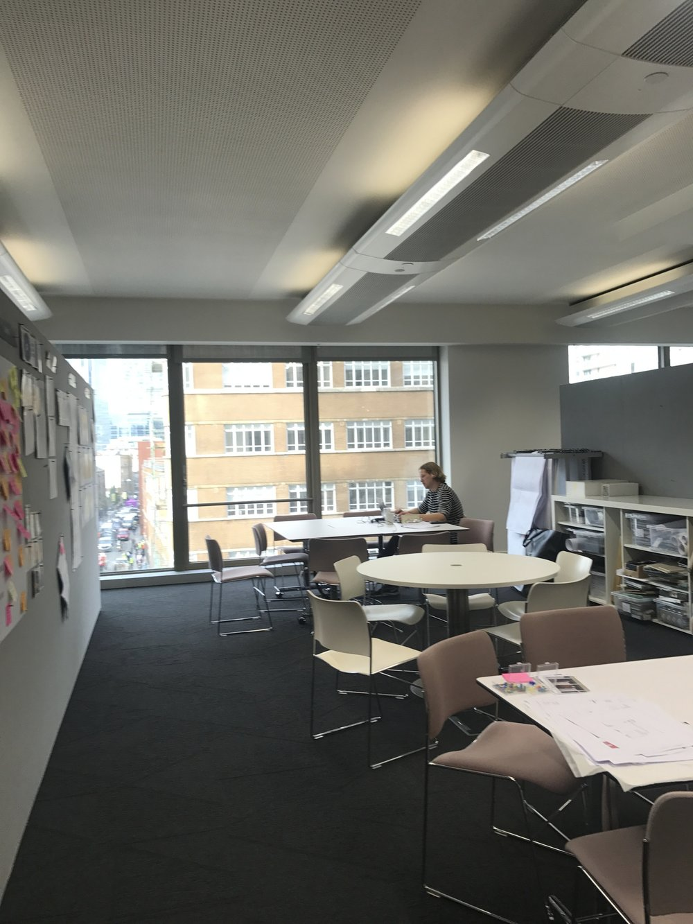 Collaboration areas that double as individual working areas