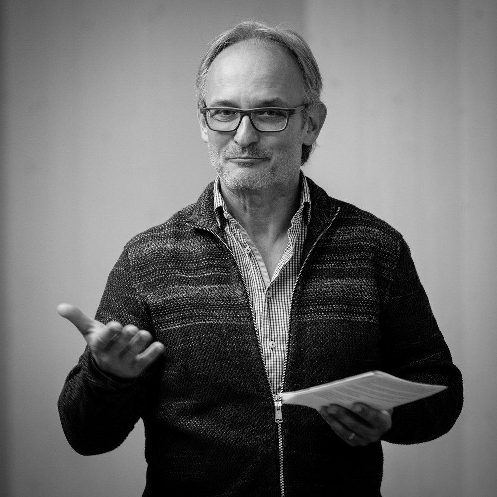 André Flury·concept - Leitet Kirche im Dialog Bern, die Projekte mit Kunstschaffenden initiiert sowie den interreligiösen Dialog und sozialethisches Engagement fördert. Er lehrt zudem Altes Testament am Studiengang Theologie in Zürich und ist Dozent für Homiletik an der Universität Luzern.