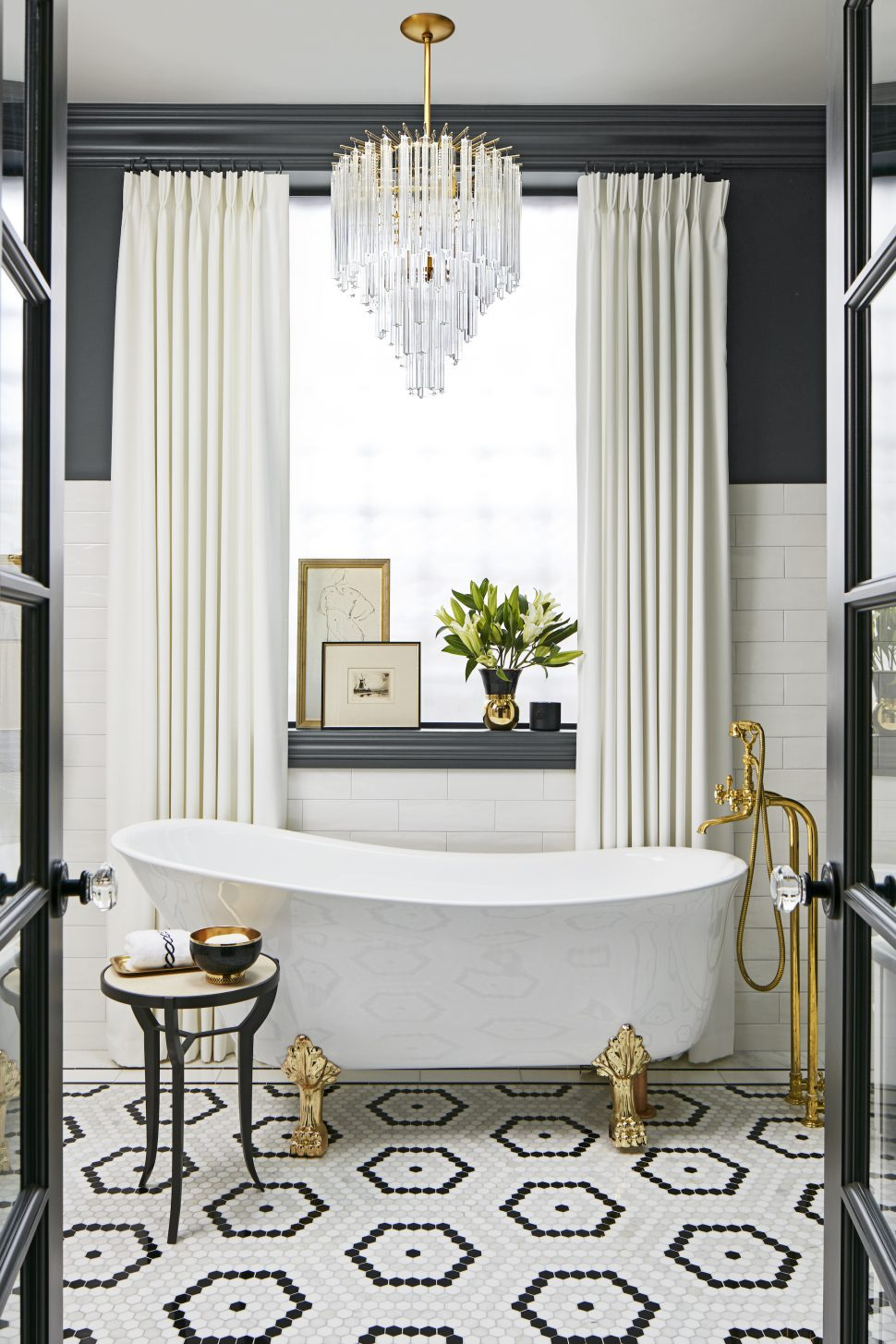 What We\'re Loving: Black and White Bathrooms — MG Designs