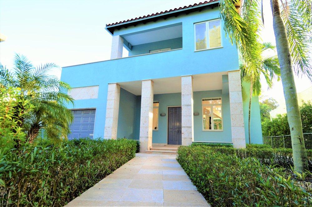 612 alcazar avenue   sold for $865,000