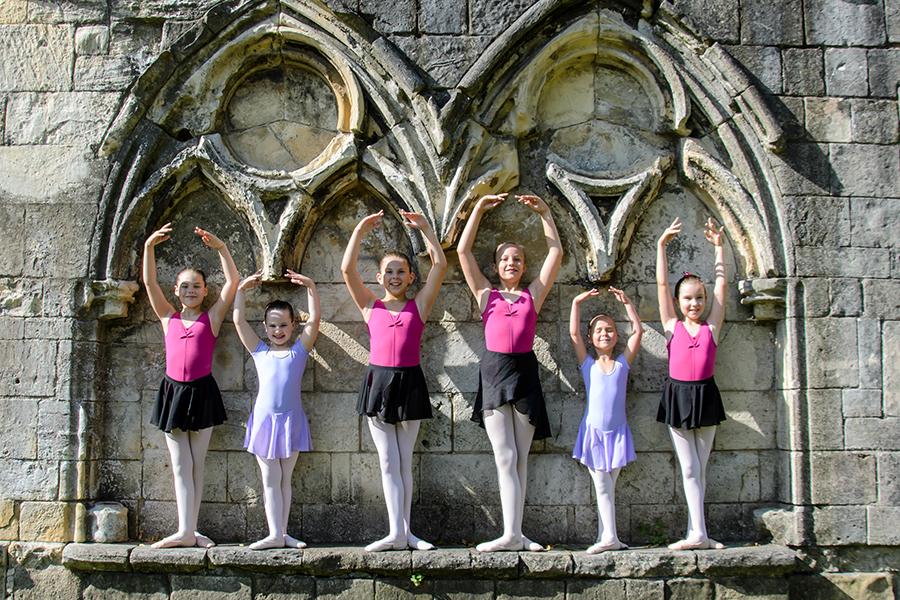 En Pointe arches ruins ballet