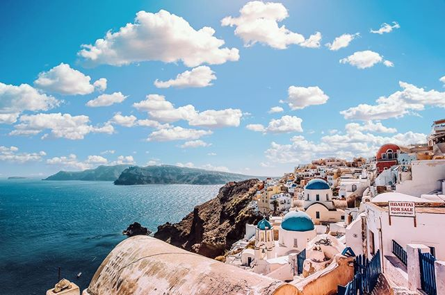 Honeymoon Goals #greece #santorini #honeymoon #destinationweddingspecialist #natashaeventsandtravel #destinationwedding