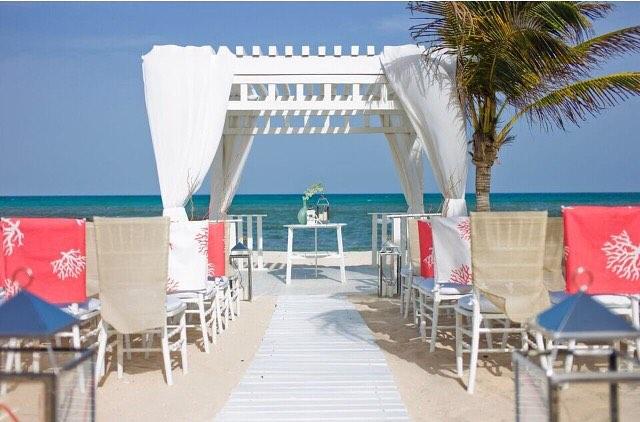 Simple & Elegant #walkingdowntheaisle #destinationweddingspecialist #beachwedding #natashaeventsandtravel #destinationwedding #karismaweddings