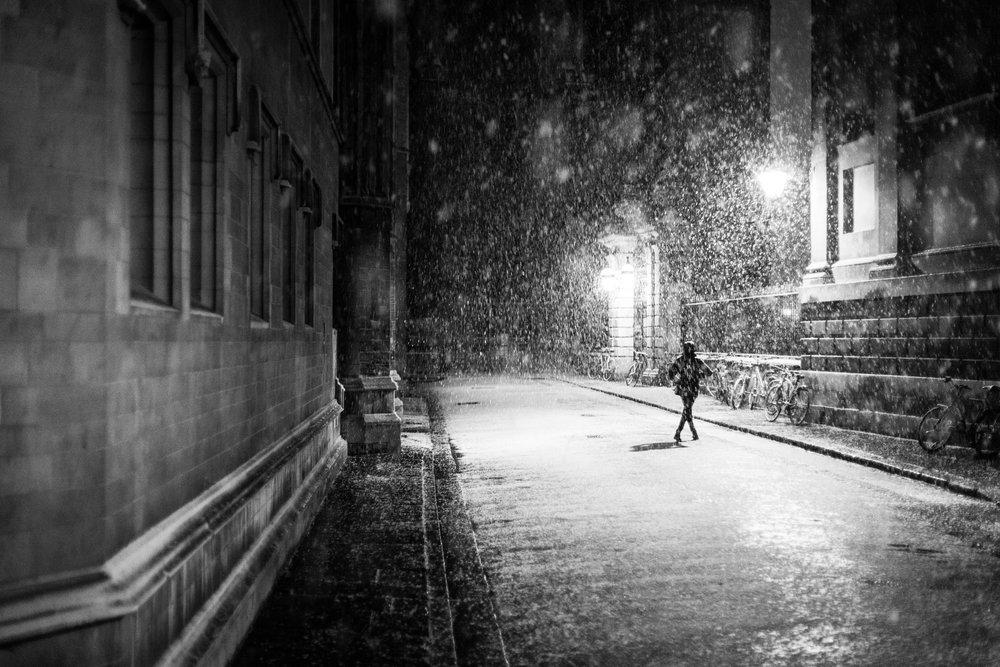 A-runner-in-winter-snowy-street