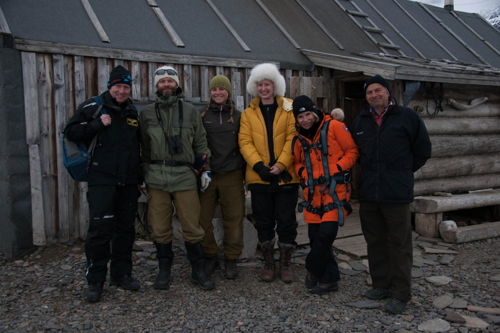 From left to right: Henning (our pilot), Ragnhild and Frode (the trappers), Angela, Diane, Bill