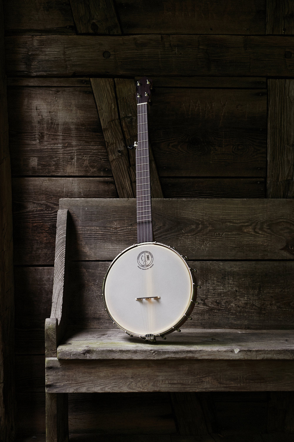 cedarmountainbanjos_rustywilliams_banjoonbench.jpg