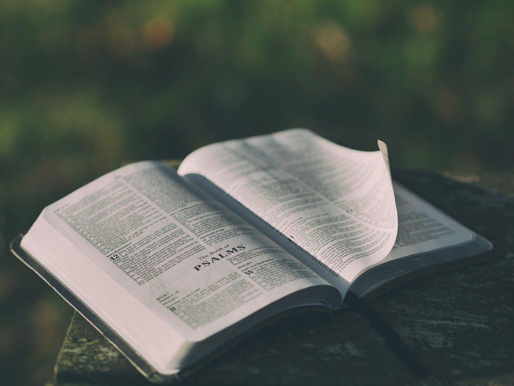 bible-1846174_1920.jpg
