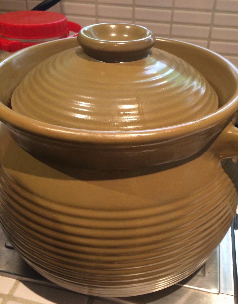 Clay/ceramic pot.