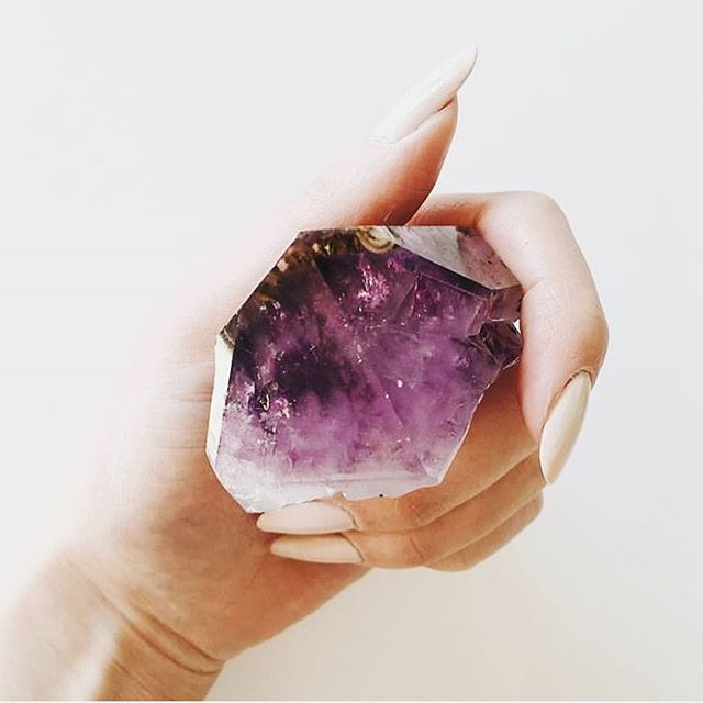 We are loving #amethyst lately. So beautiful, soothing and healing. We put a small point in each bath bomb to give it that extra healing vibe. 🌱🌿🍃 Open Monday - Saturday 12pm - 6pm  1709 White Settlement Rd.  Fort Worth, TX  Online ordering available: Holistichempcompany.com  #hemp #CBD #cannabinoid #cbdoil #cannabis #beauty #skin #love #heal #energy #vibe #organic #natural #green #plantbased #nontoxic #lush #goop #fresh #spa #indie #life #create #cuddle #warm #iamwellandgood #wellgood #CRYSTALs 📸@rockandjarliving