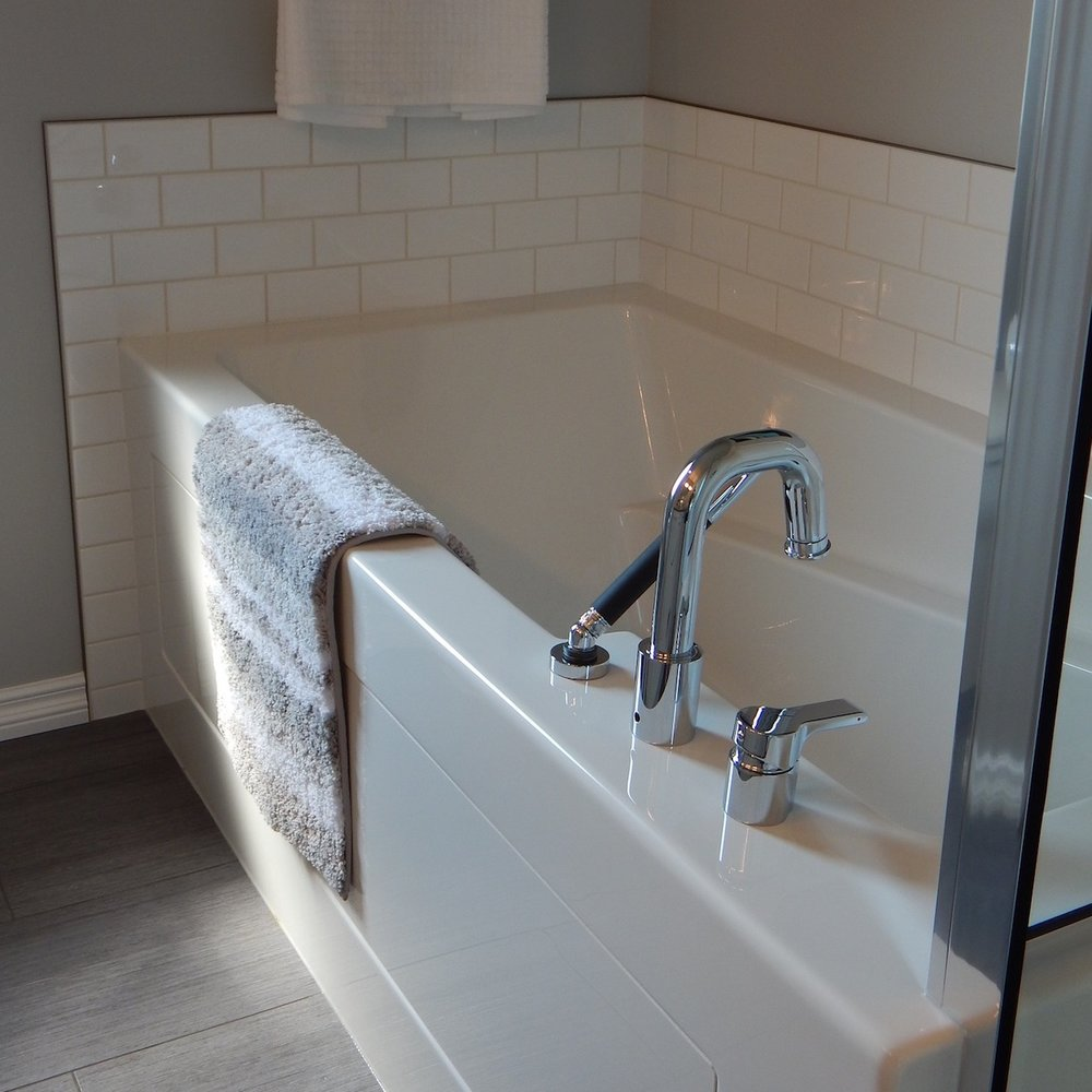 A-1-Refinishers-Tub-Liners-Milwaukee-Wisconsin-Colors-Finish-Style-Molded-PVC-Plastic-Affordable-Service