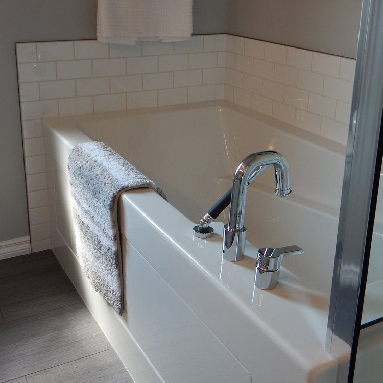 Milwaukee Bathtub Refinishing - A-1 Refinishers