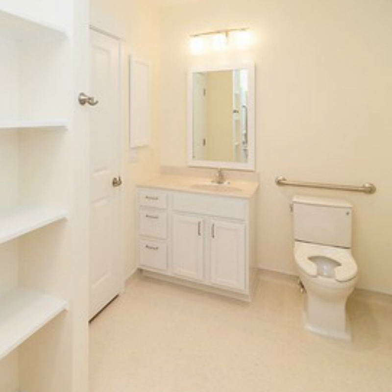 Bathroom cropped 2.jpg