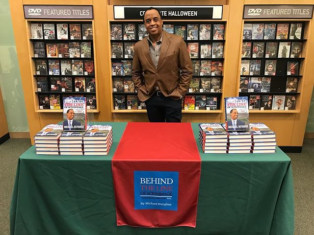 Going live in 15 minutes! Join me now at Barnes and Noble in West Hartford, CT for my discussion and booking signing. See you soon. #barnesandnoble #behindthelineofscrimmage