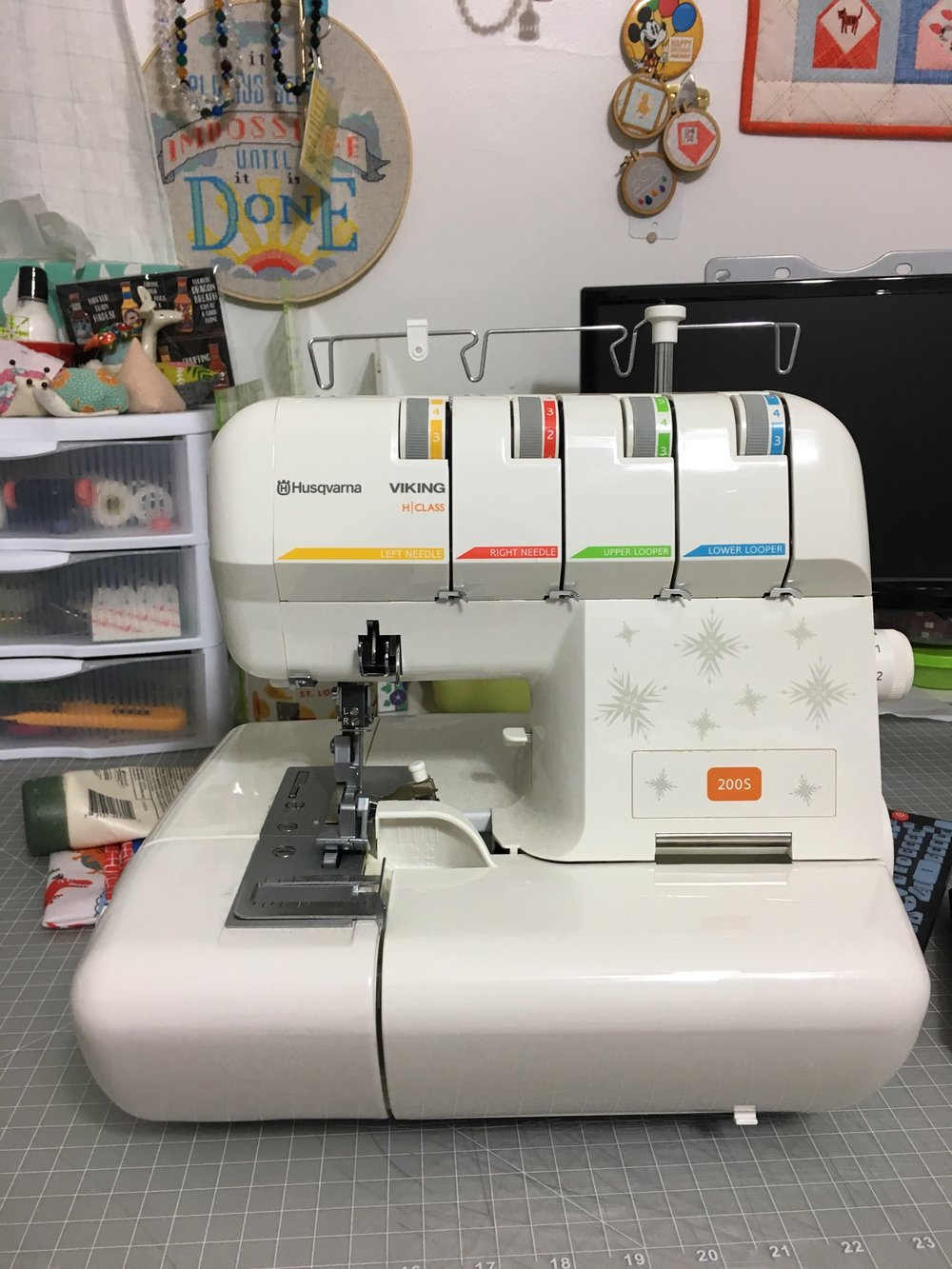 Husqvarna Viking 200S Serger