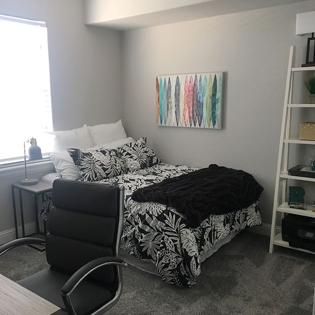 Teen rooms are finally ready for my boys! Let's hope that they stay this neat. 😂 #wishfulthinking #interiors #interiordesign #decorating #organizer #smallspaces #teenroom #boymom #designlife #moving #modern #accessories #remodel #calistyle #californiadesign #organized #style #homedecor #familylife #furnishings #loveit