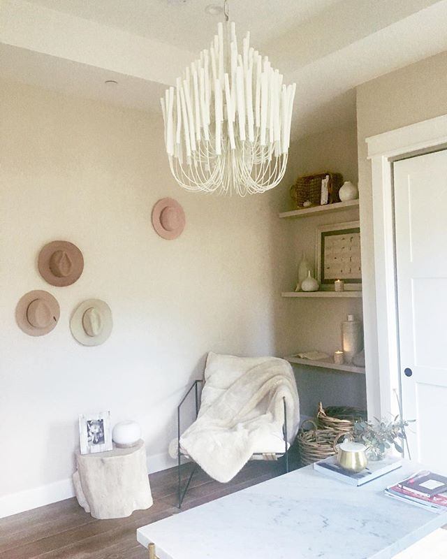 Lucky me, my writing office for the day! My friends have opened their most gorgeous home to me. Love their clean and modern style. Shout out to @cypresshue #inspiration #contemporary #officedecor #farmhouse #design #designer #chandelier #saratoga #california #loveit #style #accessories #decor #modernfarmhouse #workworkwork
