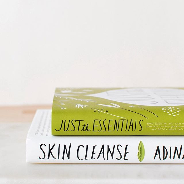 Book recommendations! 📚  These two books by @adinagrigore are some of my favorites! Whether you're just getting started in your oil journey and natural living, or have been using/doing it for years - you should definitely pick up these two to read! 🙌🏼 Leave your favorite oil & natural living books below. I would love to check them out! 💕